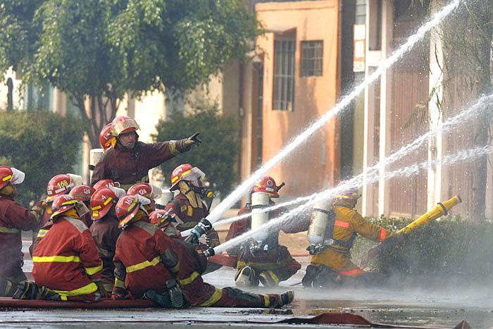 Incendio enfabrica de solventes.